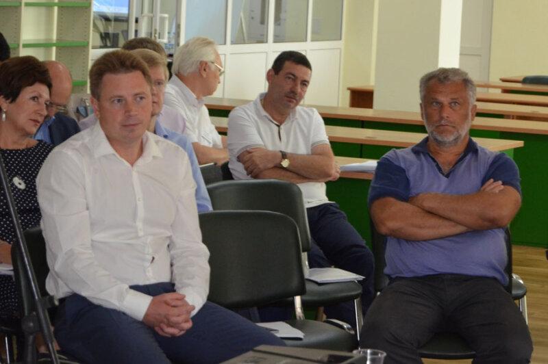 На сколько глубоко Овсянников с депутатами погрузились в ситуацию, на семинаре «Развитие г. Севастополя: что необходимо сделать?»