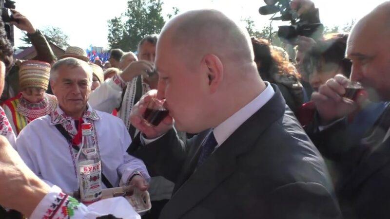 По поводу законности употребления спиртных напитков на пл. Нахимова главой Правительства и Председателем Заксоборания Севастополя во время проведения массового культурного мероприятия, посвященного Дню народного единства