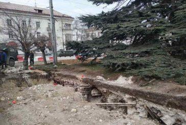 В центре Севастополя строители раскопали довоенные рельсы