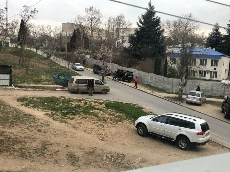 Врио губернатора Развозжаева просят помочь засадить деревьями пространство между мусорными контейнерами и домом №72 по пр. Победы