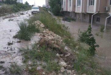 Дождь затопил жильцов первых этажей дома №20 по улице Шевченко в Севастополе