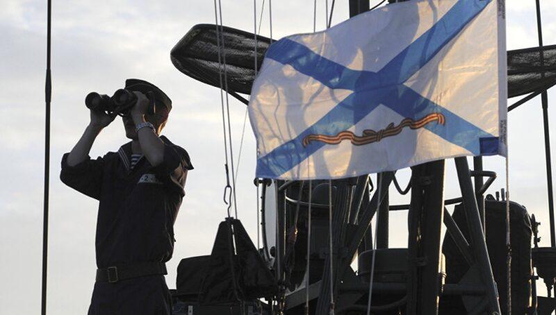 С праздником - военные моряки!