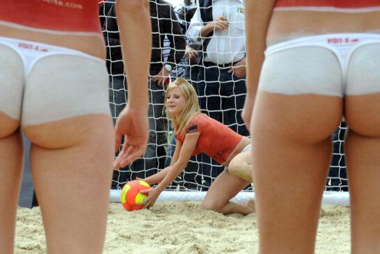 Эротика-песочница-эротики-пляжный-футбол-порноактрисы-1261126