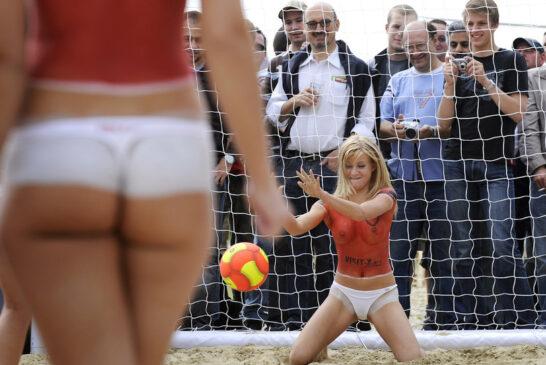 Эротика-песочница-эротики-пляжный-футбол-порноактрисы-1261128