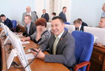 Омского депутата взяли за мошенничество — он брал деньги для встреч с избирателями, а сам отдыхал за границей