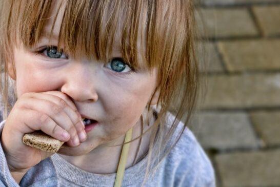 Спустя два года выясняется, что в великой России каждый пятый ребенок живет за чертой бедности