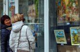 Выставка севастопольских художников «Южное солнце Крыма» открылась в витрине волонтёрского офиса «Мы вместе»