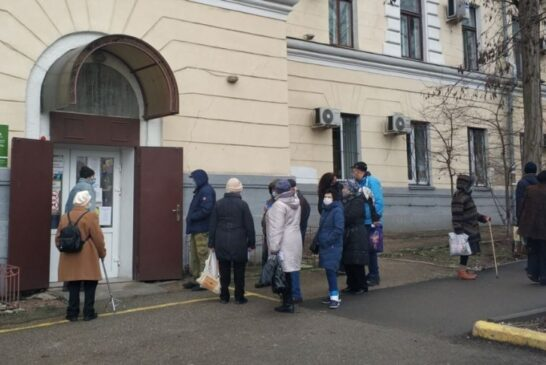 В аптеках нет лекарств. Севастопольцы стоят на улице в очередях в рентгенкабинет и коронавирусный госпиталь