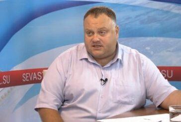 Бывший глава Госжилнадзора Севастополя Дмитрий Яньков заключен под стражу в связи с обвинением в получении взятки свыше 1,6 млн. рублей за покровительство УК